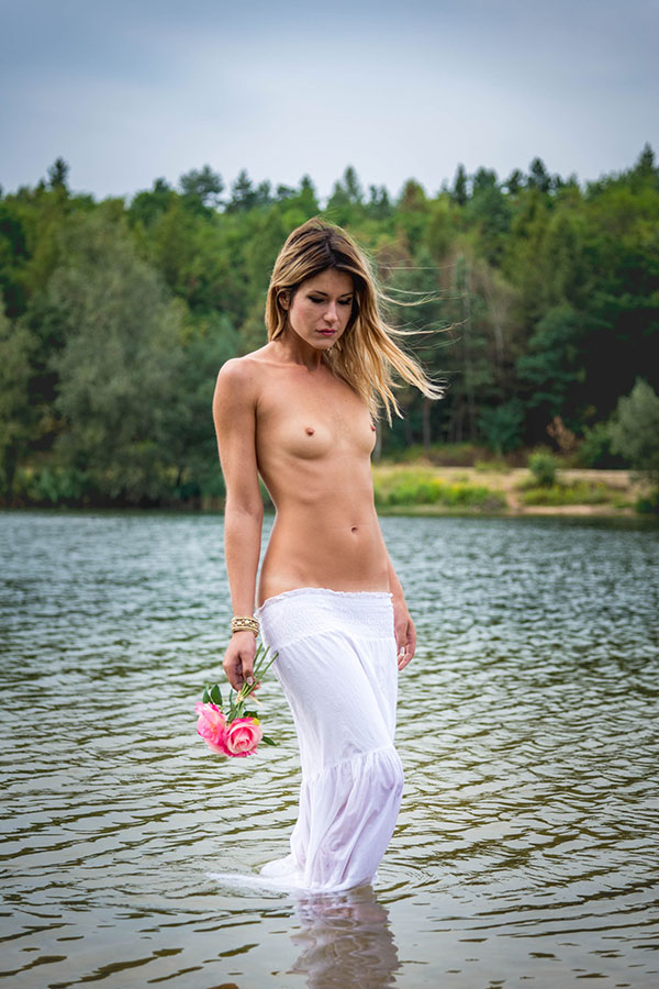 Pavlina - A Rose In A Lake
